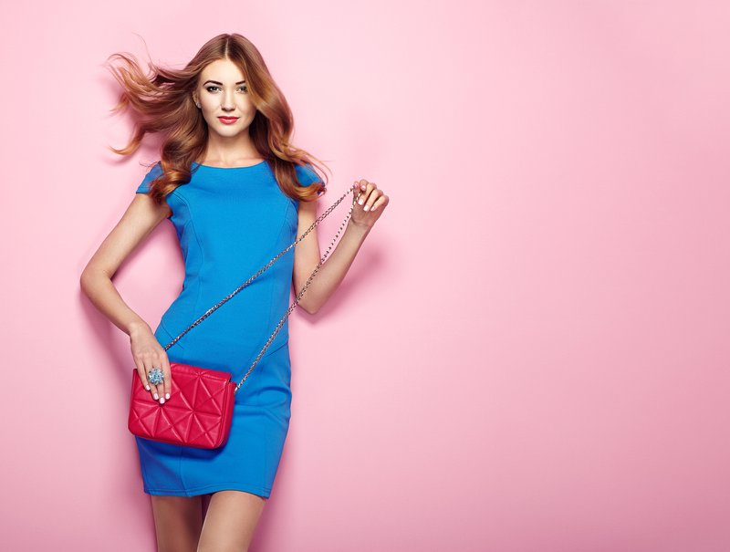 how-you-carry-your-handbag-says-a-lot-about-you0